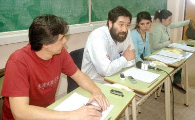 El sector de Luis Sandoval (segundo desde la izquierda) decidió no dar quórum y Humanidades continúa sin elegir decano.